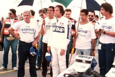 Mario de Carvalho (esq.), ao lado de Emerson Fittipaldi em prova de kart em 1983