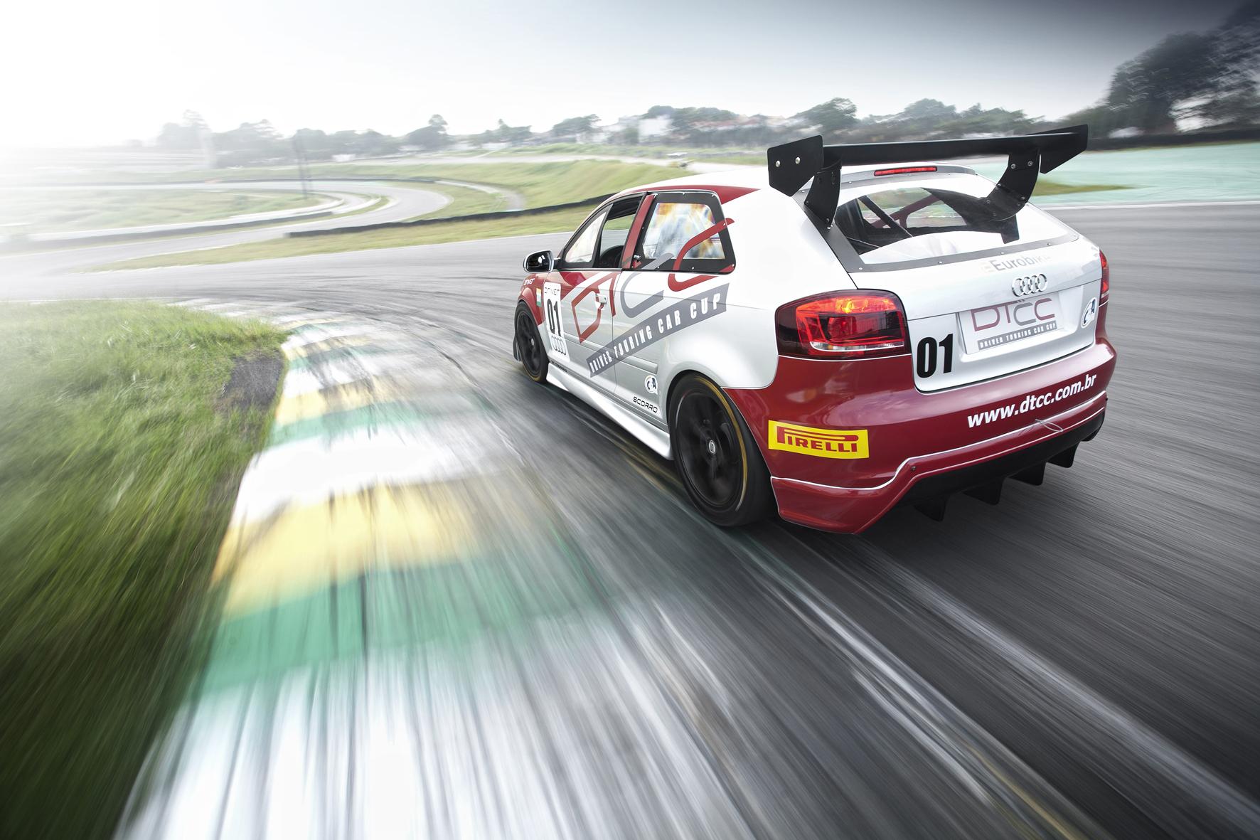 Audi A3 terá acerto controlado: piloto só poderá regular asa traseira.