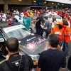 Público ao lado do Mercedes-Benz C250 CGI