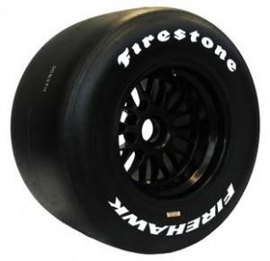 Pneu primário (com composto duro) da Firestone é identificado pela lateral preta