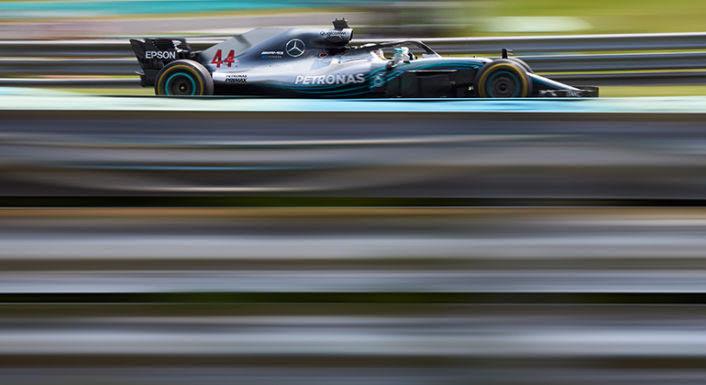 Lewis Hamilton lidera o campeonato com 50 pontos de vantagem sobre Sebastian Vettel (Mercedes)