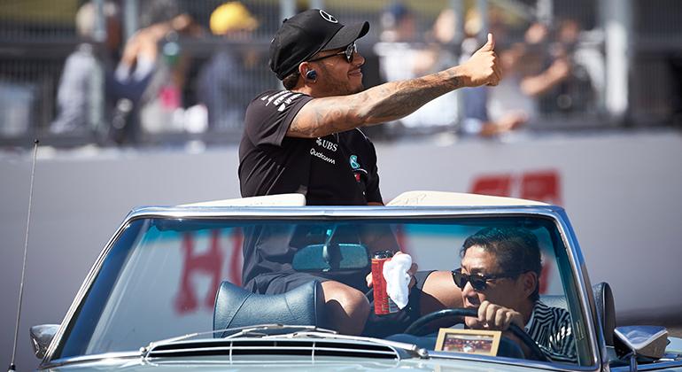 Lewis Hamilton saiu em defesa do rival Sebastian Vettel (Mercedes)