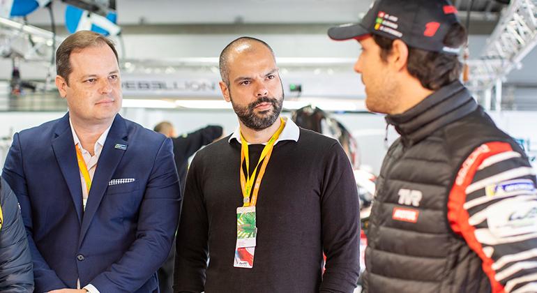 Nicolas Duduch (E), Bruno Covas e Bruno Senna em Suzuka (Divulgação)