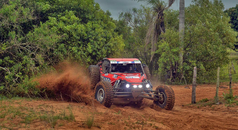 O buggy V8 de Luis Facco e Humberto Ribeiro, vencedor na Paraguai (JJLópez/Puromotorpy)