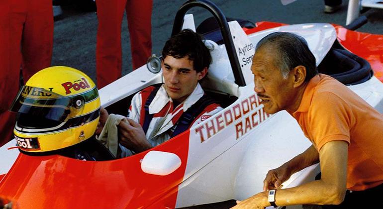 Teddy Yip, ao lado de Ayrton Senna, vencedor do GP de 1993. Maurício Gugelmin triunfou em 1995 (Arquivo Pessoal)