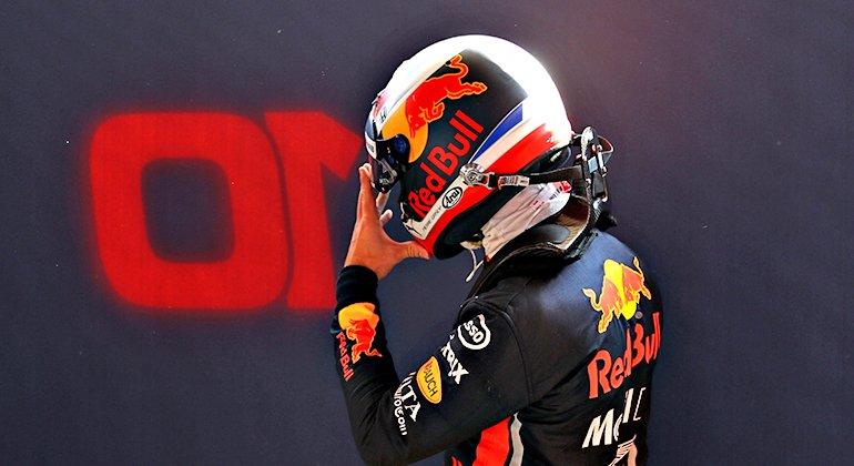 Pierre Gasly deixou para trás o holandês Max Verstappen. Problemas à vista (RBCP/Getty Images)