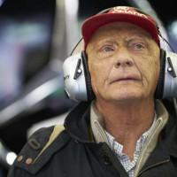 Apesar de todos os obstáculos com sua sua saúde, Lauda sempre manteve-se acessível e atuante na F-1 (Mercedes)
