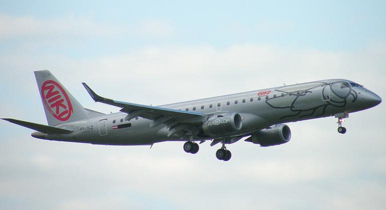 Embraer E-190 fez parte da frota da Niki, uma das várias empreitadas de Lauda na aviação comercial (Embraer)