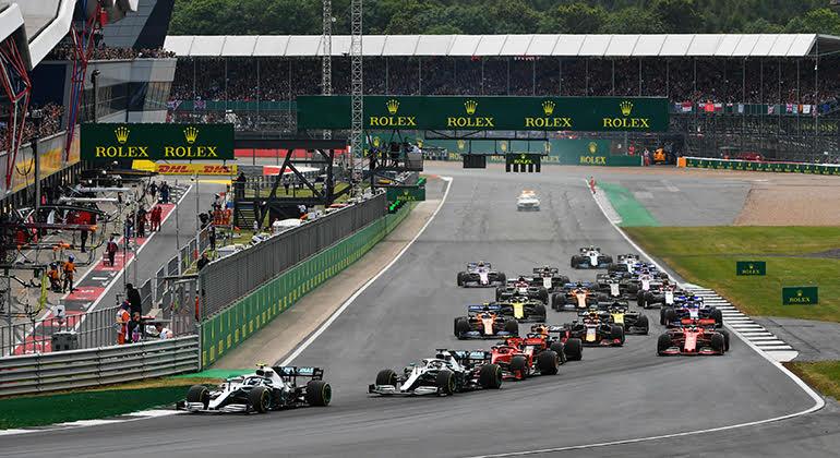 Mercedes novamente dominaram desde a largada, mas a corrida foi das mais disputadas (Red Bull/Getty Images)