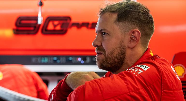 Sebastian Vettel ainda não entregou o título que justificou sua contratação pela Scuderia (Ferrari)