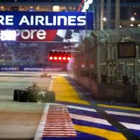 Faixas pintadas no piso, barreiras próximas à pista e curvas cegas são obstáculos extras no circuito (Mercedes)
