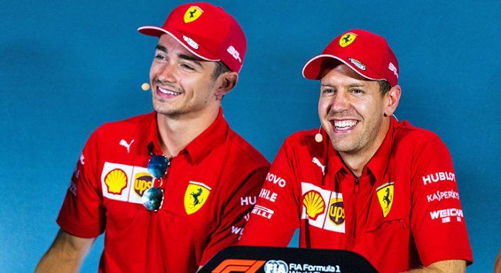 Dupla da Ferrari por enquanto sorri em público, algo que deve mudar em breve (Ferrari)