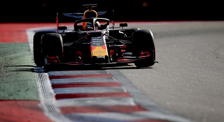 Max Verstappen parece ter abandonado o estilo arrojado que o consagrou na categoria (RBCP/Getty Images)