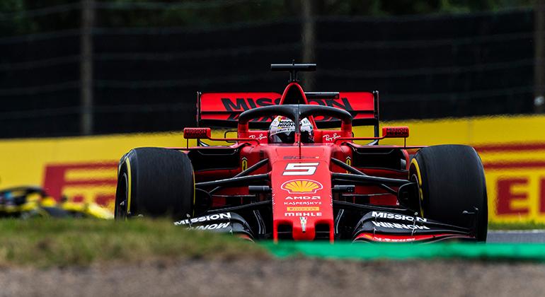 Sebastian Vettel alinhou na pole position, largou mal e terminou em segundo (Ferrari)