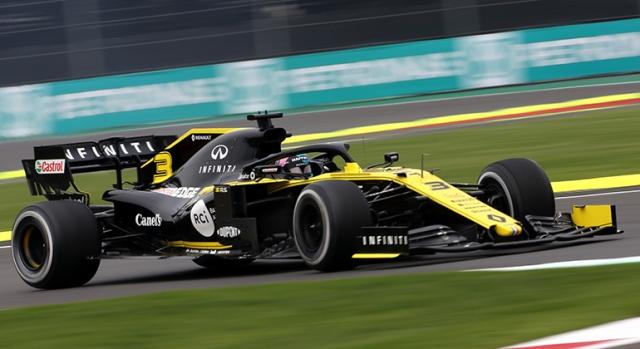 Daniel Ricciardo apostou na durabilidade dos pneus duros para terminar em oitavo (Renault)