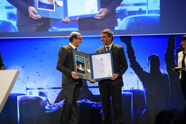 Raul Boesel sendo homenageado no Hall of Fame da FIA (Foto: Divulgação)