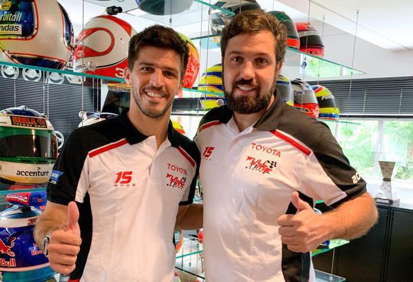 Matías Rossi (à esquerda) com o chefe da equipe Maurício Ferreira (Foto: Divulgação)