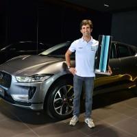 Sérgio Jimenez recebe Jaguar I-PACE como prêmio por título de campeão do mundo no eTROPHY (foto: Fernanda Freixosa)