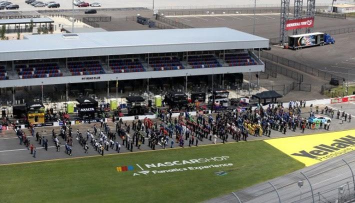 Equipes escoltaram carro de Wallace na formação do grid em Talladega (Nascar/Getty Images)