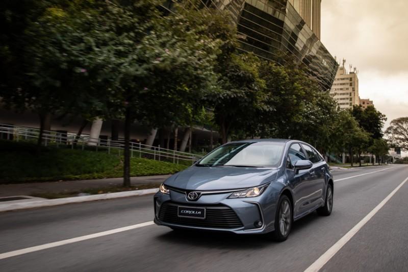 Toyota Corolla - bom desempenho na rua e maior ainda na pista com aumento de quase 300 cv de potencia no motor V8