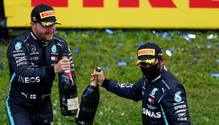 Valtteri Bottas (E) e Lewis Hamilton devem continuar juntos em 2021 (Mercedes)