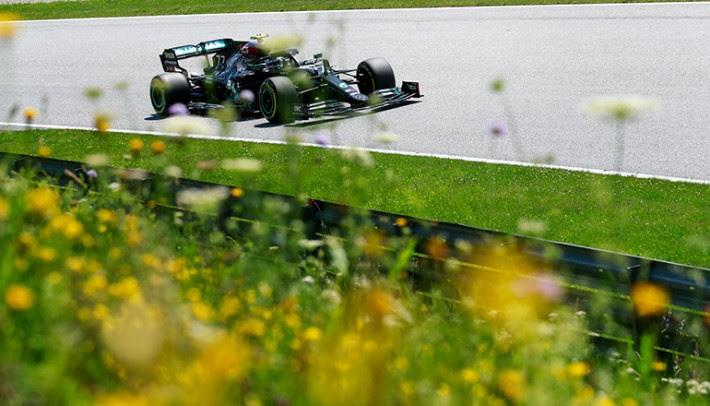 Bottas começou o ano com pole, vitória e segunda volta mais rápida da prova (Mercedes)