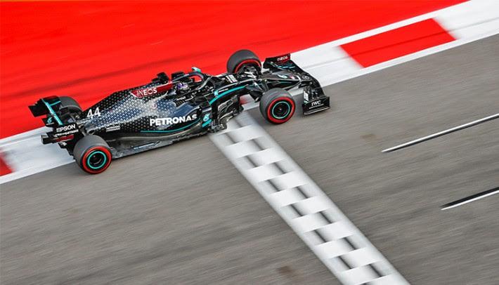 Hamilton, como todo campeão, vive no limite dentro e fora das pistas (Mercedes)