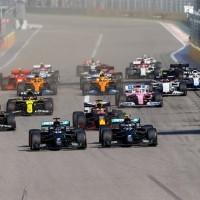 Bottas largou melhor e pulou do terceiro para segundo (Mercedes)