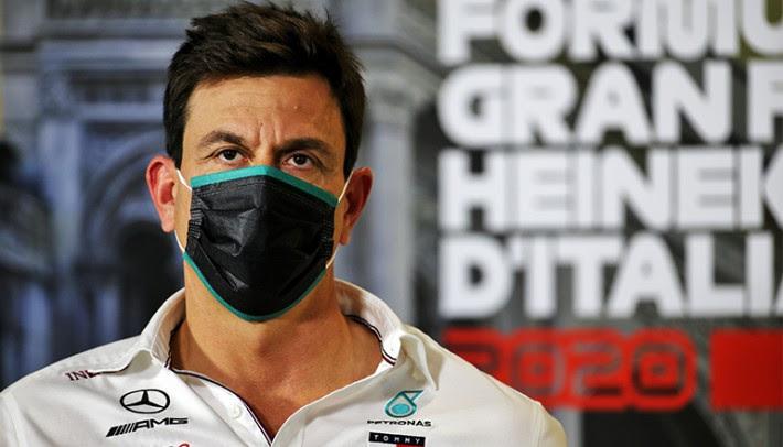 Em Monza Toto Wolff anunciou que permanece na equipe alemã (Mercedes)