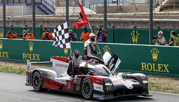 Terceira vitória consecutiva da Toyota marcou a despedida dos carros híbridos em Le Mans (Gazoo Racing)