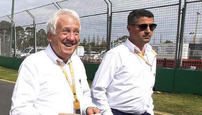 Charlie Whiting (E)e MIchael Massi (D): valores diferentes na direção de prova (Formula1.com)