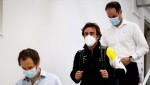 Fernando Alonso visita a fábrica de Enstone junto com o engenheiro Clarion Pilbean (Renault)