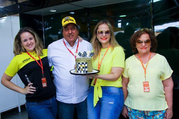 Família de Amadeu Rodrigues continua legado e alinha na Stock Car em Curitiba (Vanderley Soares)