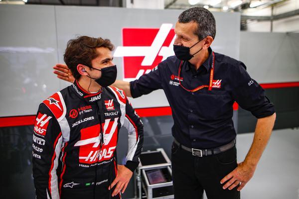 Pietro Fittipaldi e Gunther Steiner (Foto: Divulgação)