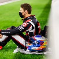 Romain Grosjean pouco antes da largada do GP do Bahrein, onde sofreu acidente espatacular (Haas)