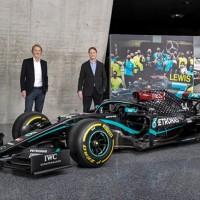 Donos da Mercedes F1: Toto Wolff (E), SIr James Ratcliffe e Ola Källenius, da Daimler AG (Mercedes)
