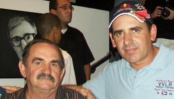Luiz Finotti ao lado de seu filho Nenê em foto de álbum de família (Álbum de família)