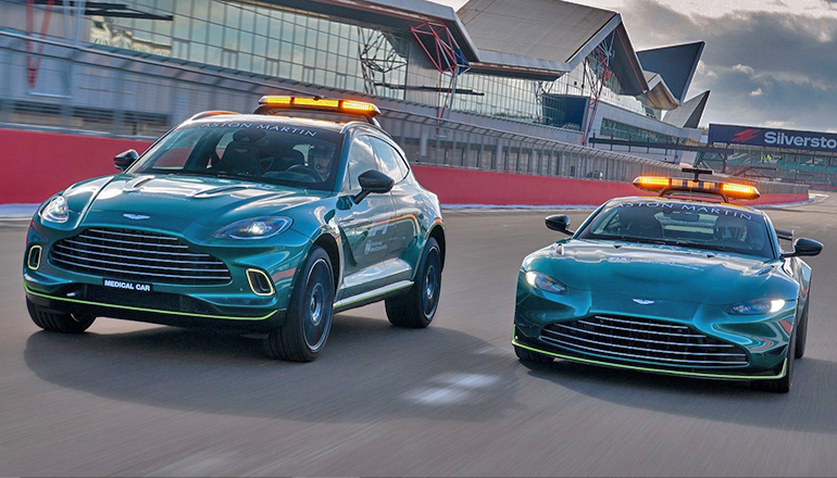Os Aston Martin DBX (Esq) e Vantage que vão estrear na F-1 (Aston Martin)