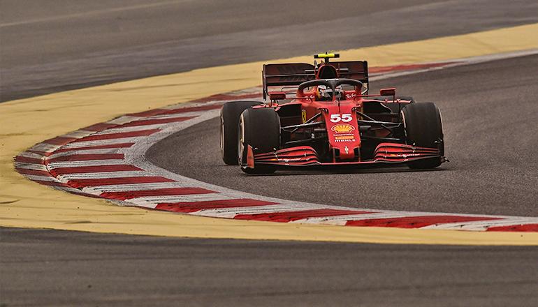 Carlos Sainz já registra tempos competitivos em relação ao seu companheiro de equipe (Ferrari)