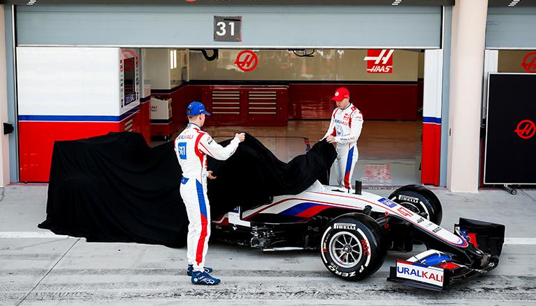 Schumacher (E) e Mazepin: os dois estreantes terão que descobrir os segredos da F-1 (Haas)